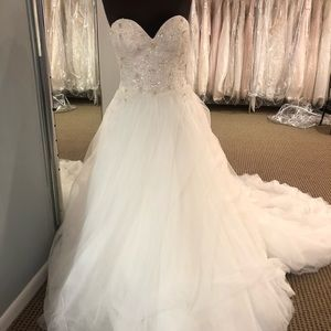 Brand new Justin Alexander bridal gown
